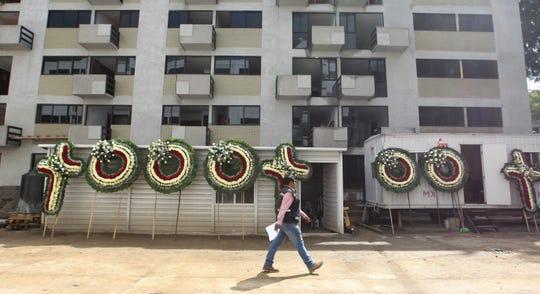 Vista general este jueves del homenaje a las personas fallecidas durante el terremoto de 2017 en México, en el edificio de Tlalpan en Ciudad de México (México).