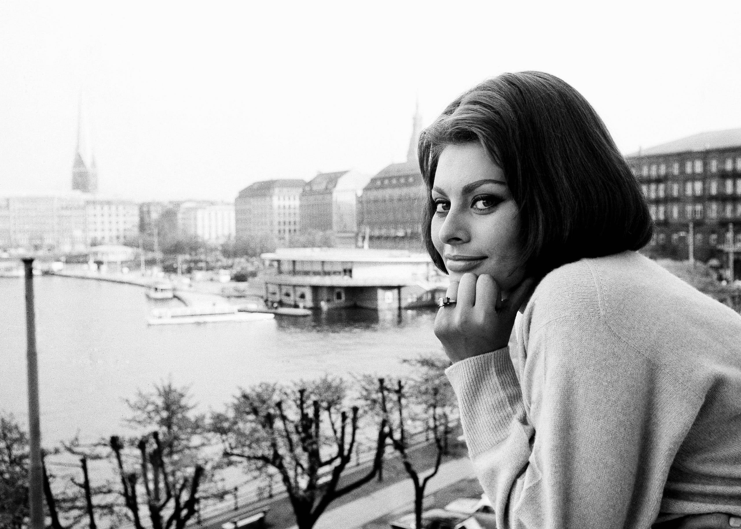 Loren at the window of her room in the hotel Vier Jahreszeiten (Four Seasons) in Hamburg on May 21, 1962.