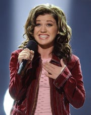 """Kelly Clarkson sings """"A Moment Like This"""" after winning season 1 of """"American Idol."""""""