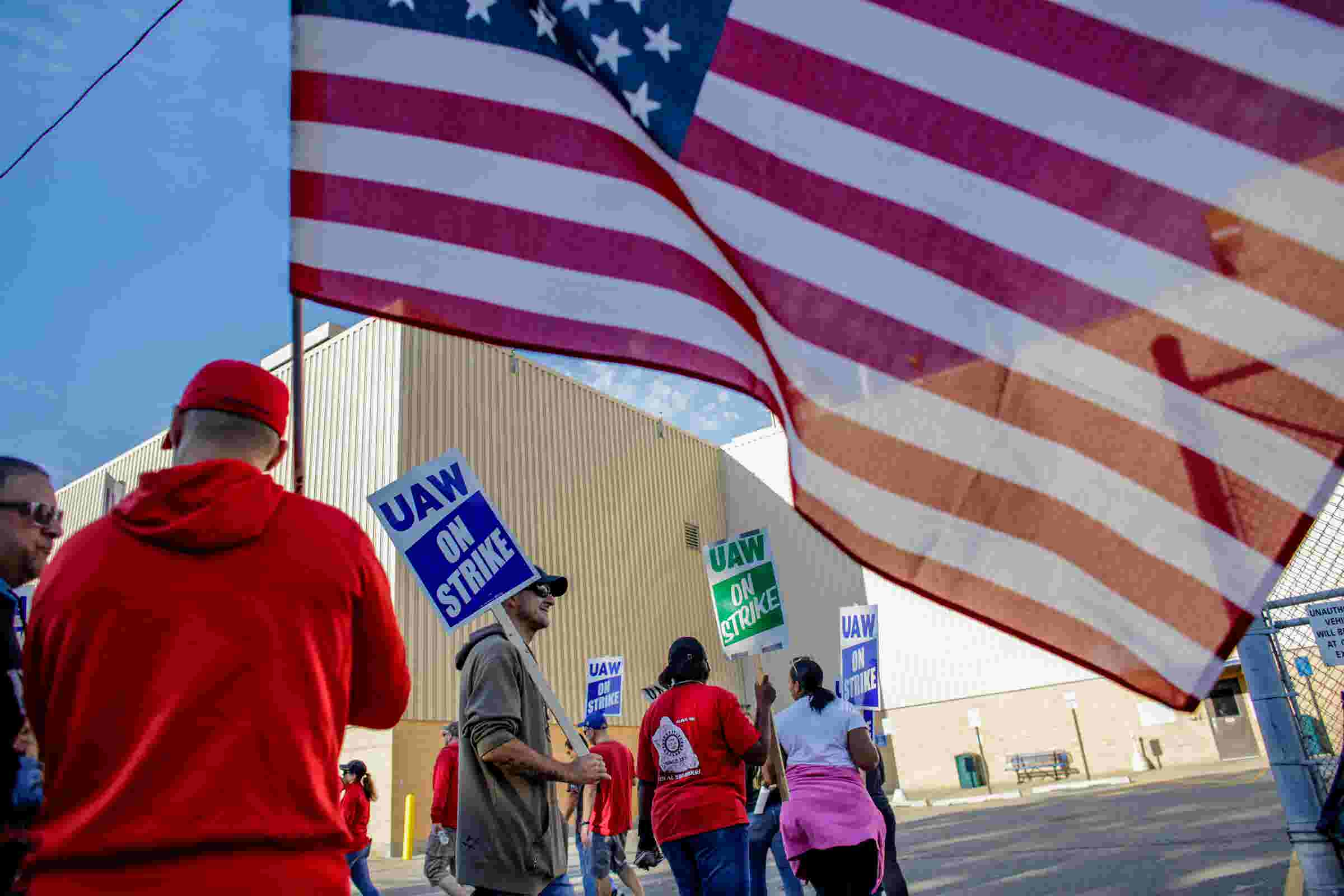 Report: Man punches UAW striker at Flint picket line