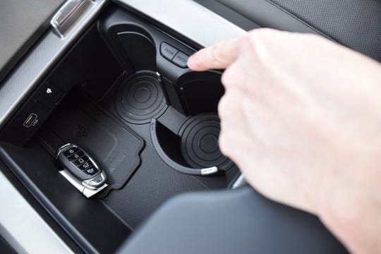 Hyundai Palisade's retracting cupholder button is among a number of features the editors at WardsAuto liked.