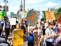 Detroit youth lead hundreds in Global Climate Strike march