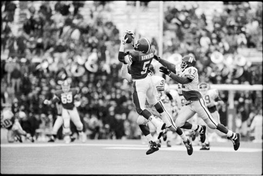 Courtney Hawkins caught eight passes for 135 yards against Northwestern during the Spartans' 76-14 win in 1989.