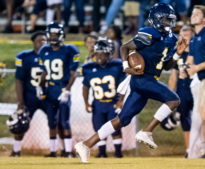 Success Unlimited's Isaiah Jackson (1) carries against Fort Dale in Montgomery, Ala., on Thursday September 19, 2019.