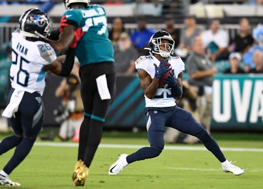 Tennessee Titans cornerback Adoree' Jackson (25) makes a fair catch on a punt during the first quarter at TIAA Bank Field Thursday, Sept. 19, 2019 in Jacksonville, Fla.