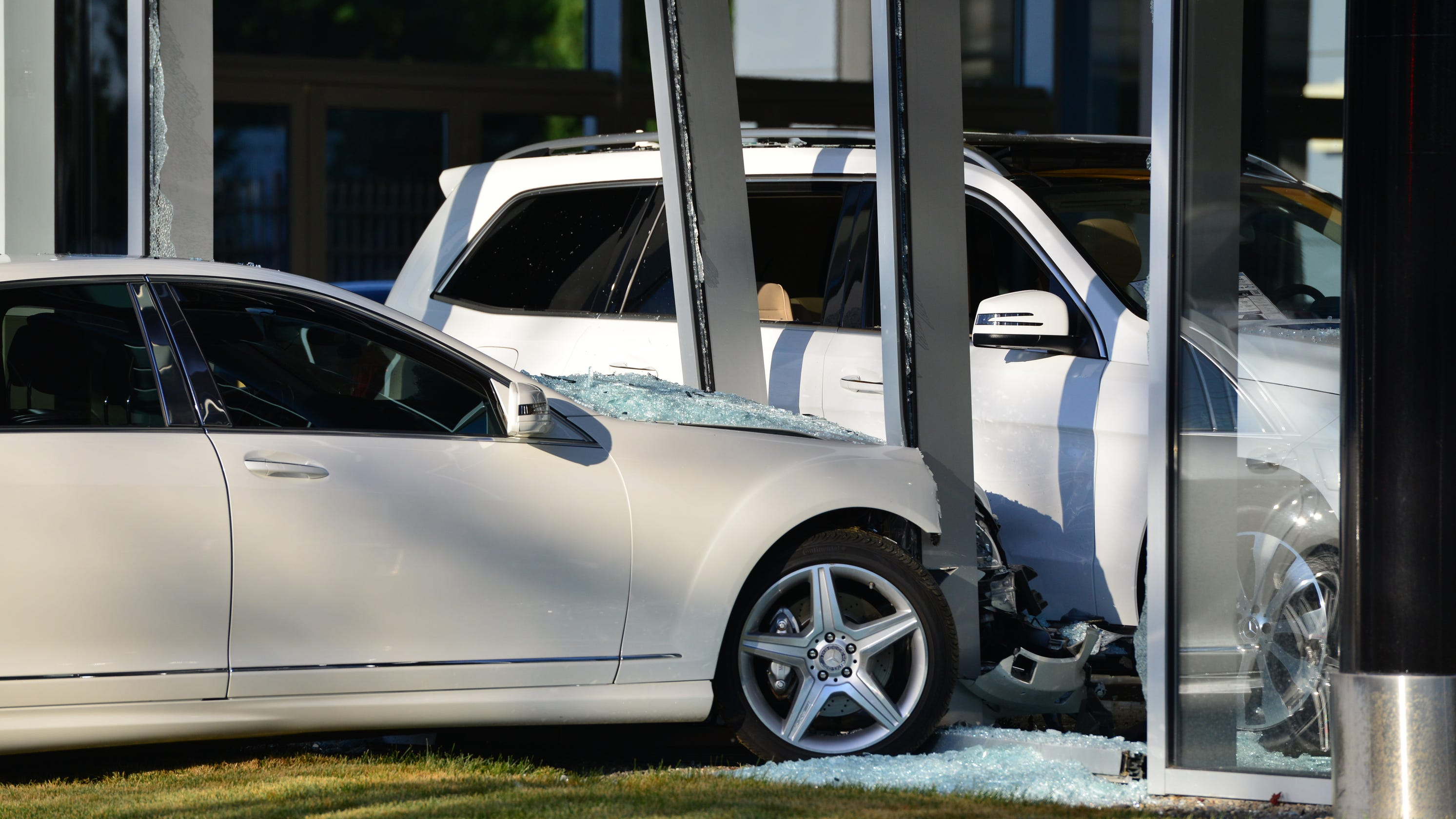 Mercedes Benz Dealers In Nj >> Woman Crashes Into Glass Wall Of Mercedes Benz Dealership In