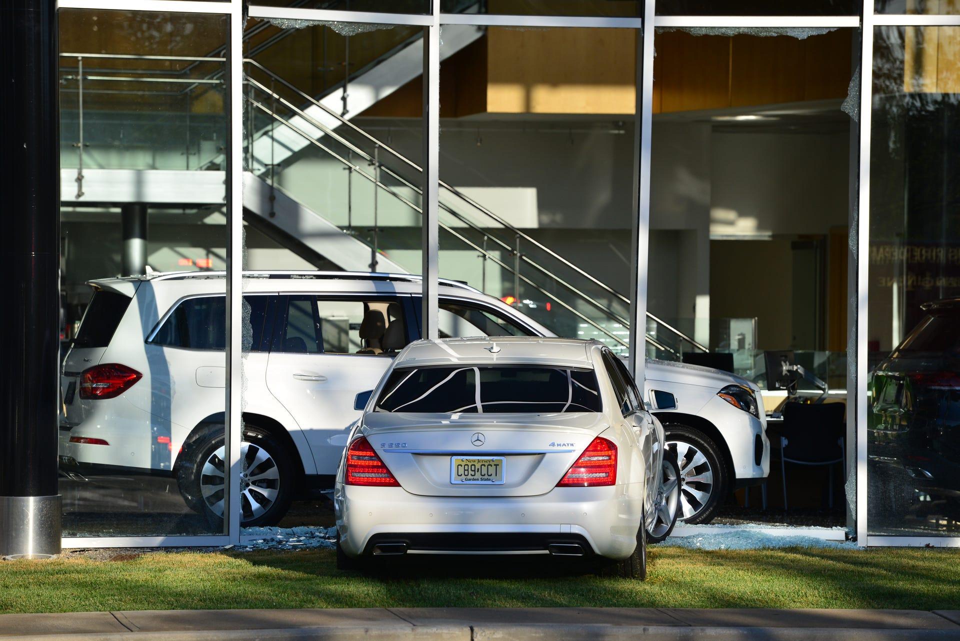 Mercedes Benz Dealers In Nj >> Car Strikes Window At Mercedes Benz Dealership In Paramus