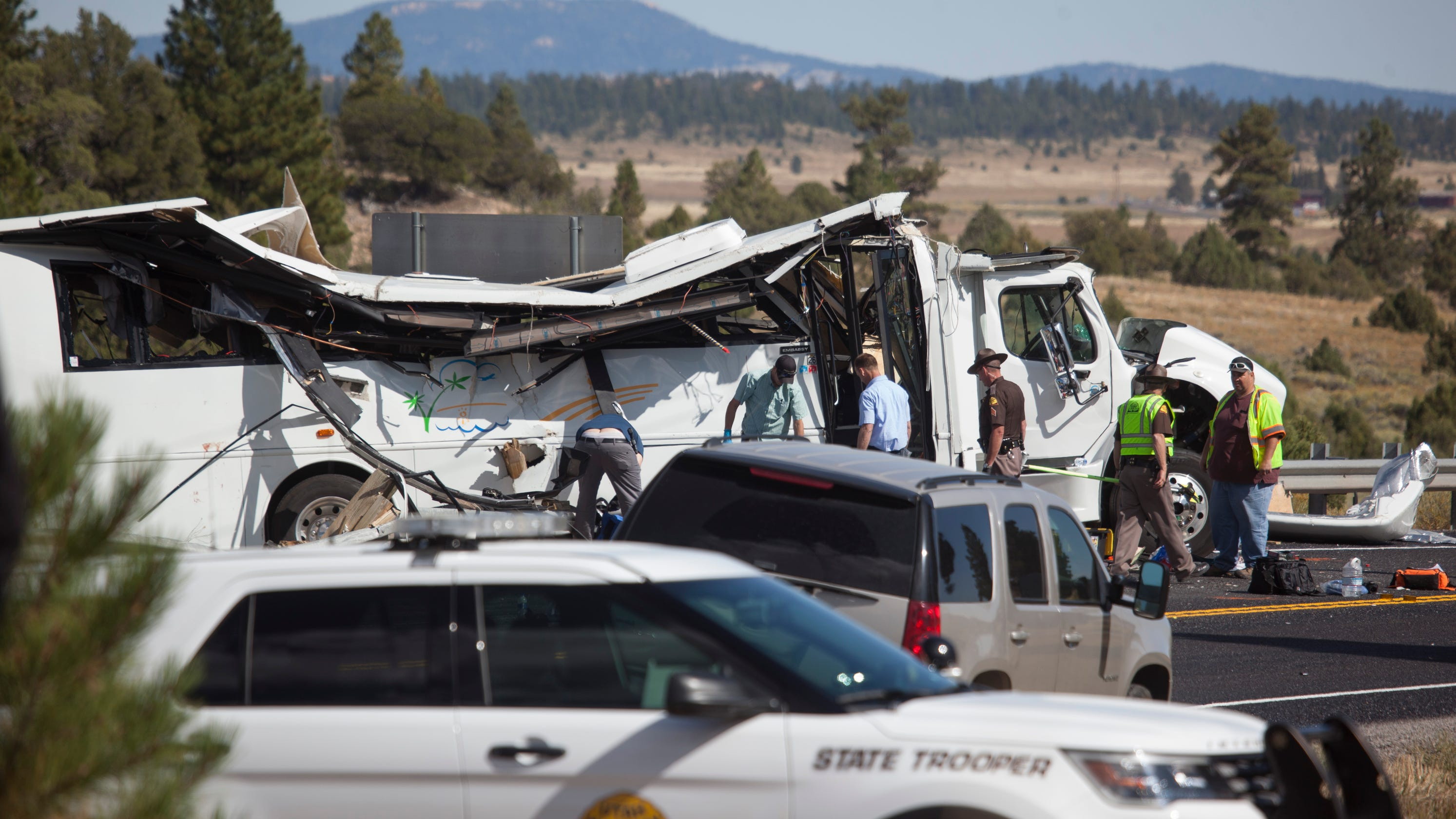 Tour Bus Crash Leaves 4 Dead Near Bryce Canyon National