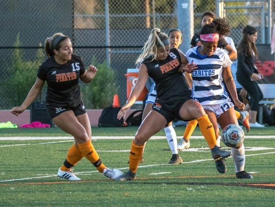 Led by defender Sammy Zanini (9), the unbeaten Ventura College women's soccer team has allowed a goal in only one of its first six matches.