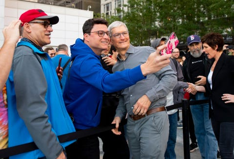 9/20/19 7:26:57 AM -- New York, NY, U.S.A  --   CEO Tim Cook greets iPhone 11 shoppers on the line prior to the opening at the grand re-opening of the Fifth Avenue Apple Store, in New York.