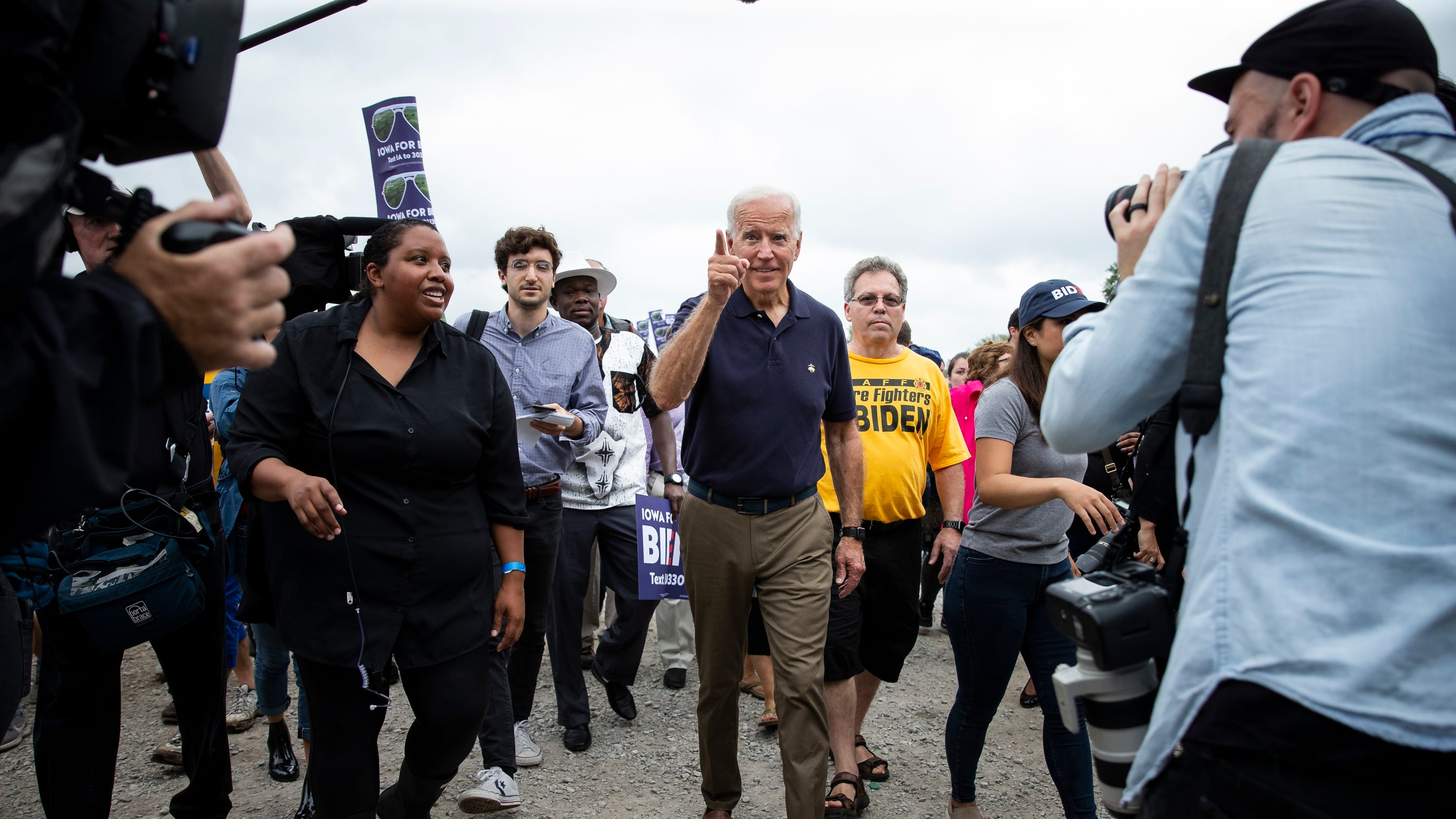 Biden: I never talked to son Hunter about overseas business dealings thumbnail