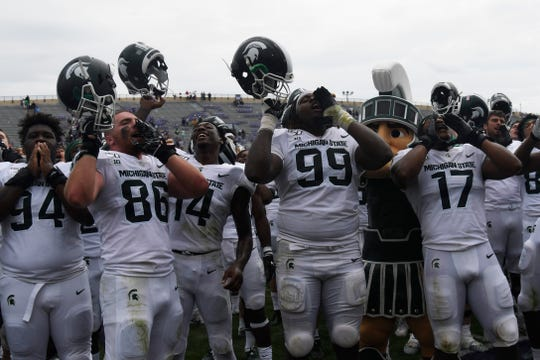 Defensive end Drew Beesley (86) celebrates with his Michigan State teammates after their 31-10 win at Northwestern on Saturday.