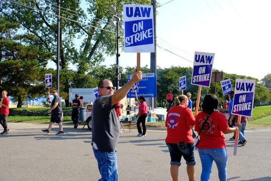 UAW Local 163 members protesting outside the Romulus Engine Plant on the sixth day of the strike Saturday, Sept. 21, 2019.