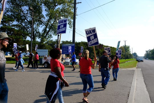 UAW Local 163 members protesting outside the Romulus Engine Plant on the sixth day of the strike Saturday.