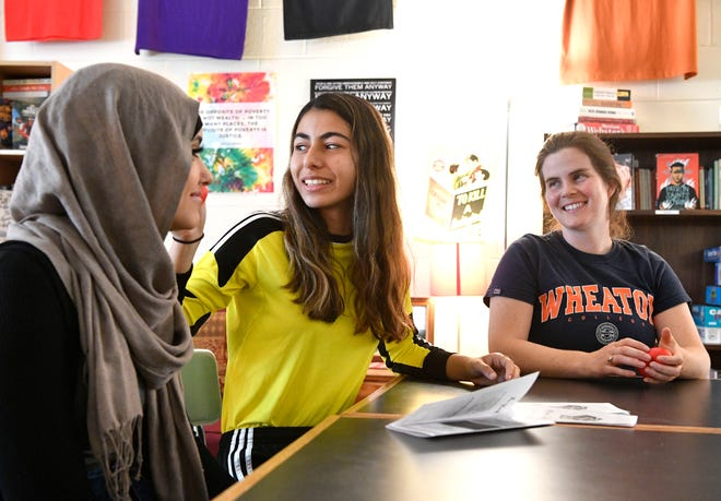 "Laura Fittz, an English teacher and coordinator of Glencliff High School's restorative practices team, right, talks with students Hayman Yasin and Ferdaws Sharhan. In 2016, Fittz helped establish a ""peace team"" consisting entirely of students trained in restorative practices. The group emphasizes mediating conflict over punishing students."