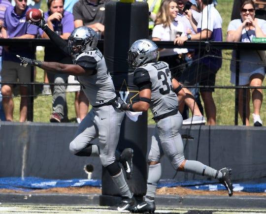 Vanderbilt linebacker Elijah McAllister (41) celebrates his touchdown after an LSU fumble in the end zone Saturday.
