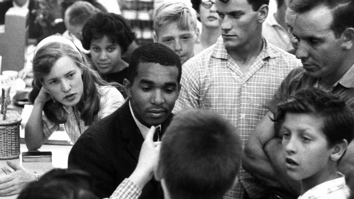 Flashback: College students should take mandatory course on black history, white privilege