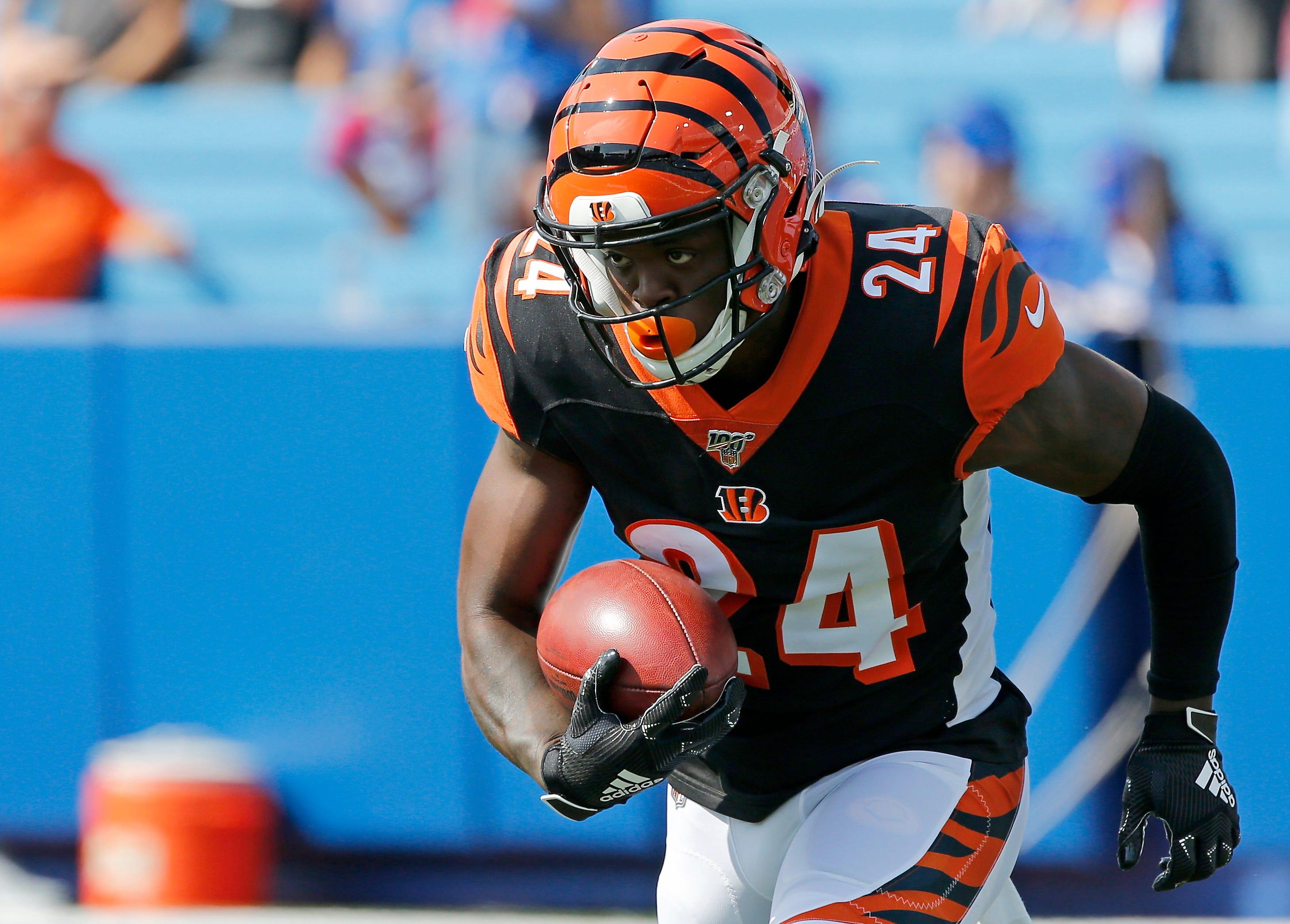 Cincinnati Bengals place cornerback Darius Phillips on IR