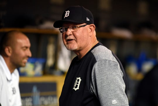 Detroit Tigers manager Ron Gardenhire talks with his players during a break in the eighth inning.