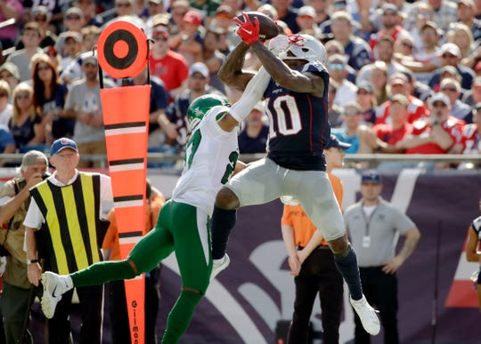 New England Patriots wide receiver Josh Gordon (10) catches a pass against tight defense by New York Jets cornerback Darryl Roberts in the second half of an NFL football game, Sunday, Sept. 22, 2019, in Foxborough, Mass. (AP Photo/Elise Amendola)