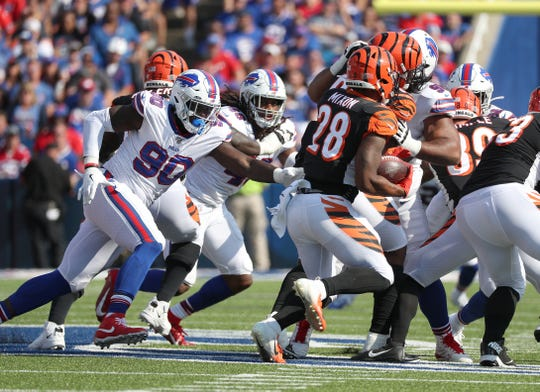Bills Shaq Lawson and Tremaine Edmunds track down Bengals running back Joe Mixon.