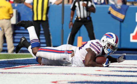 Bills running back Frank Gore scores what will turn out to be the game winning touchdown in a 21-17 win over the Bengals.