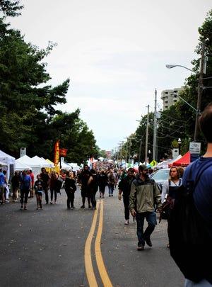 Σε ένα τυπικό έτος, χιλιάδες άνθρωποι κατεβαίνουν στην ιστορική Walnut Street για Cider Days.  Οι διοργανωτές έκαναν μέτρα για να δημοσιοποιήσουν το πλήθος αυτό το Σαββατοκύριακο.