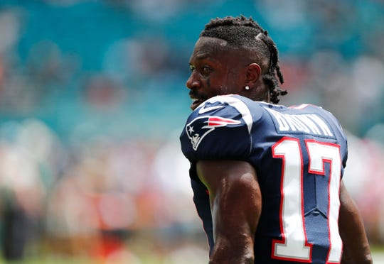 Former New England Patriots wide receiver Antonio Brown says he's enrolled in online classes at Central Michigan.