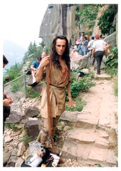 Daniel Day-Lewis behind the scenes of Last of the Mohicans Behind (2012)