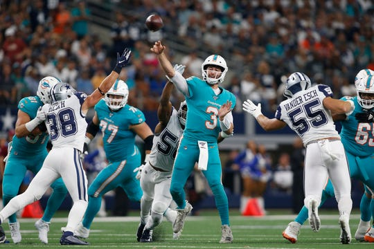 Miami Dolphins quarterback Josh Rosen (3) didn't have much help in a loss to the Dallas Cowboys.