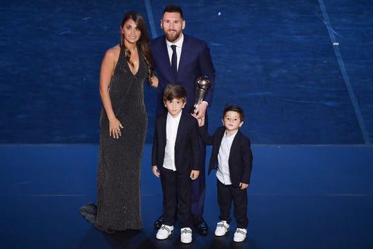 Messi estuvo acompañado de su esposa Antonella Roccuzzo y sus dos pequeño hijos.