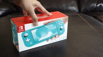 Here's an unboxing of the Nintendo Switch Lite and a size comparison with other systems such as the original Switch, various 3DS models, PSP and Vita.