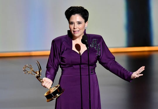 "Alex Borstein accepts the award for supporting actress in a comedy series for her role in ""The Marvelous Mrs. Maisel."" )"