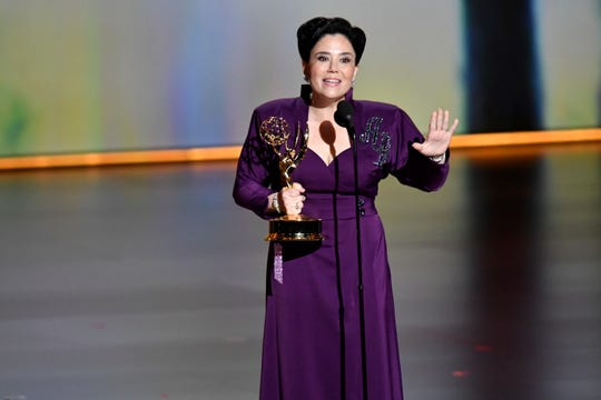 """Alex Borstein accepts the award for supporting actress in a comedy series for her role in """"The Marvelous Mrs. Maisel."""""""