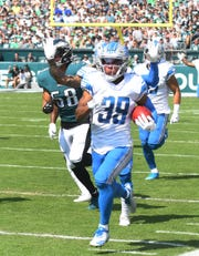 Lions returner Jamal Agnew runs back a kick return for a touchdown in the first quarter Sunday in Philadelphia.