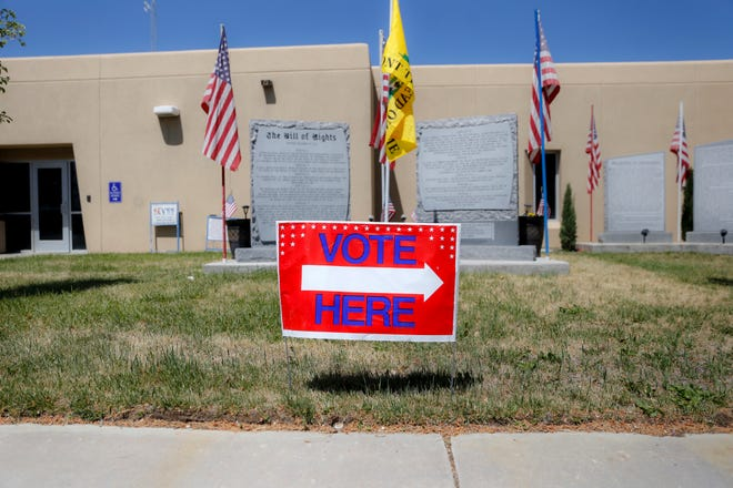 A voting sign points in the direction of a polling station, Tuesday, June 5, 2018 at Bloomfield City Hall.