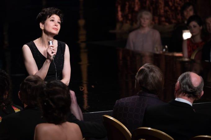 """Judy Garland (Renée Zellweger) performs in London in """"Judy."""""""