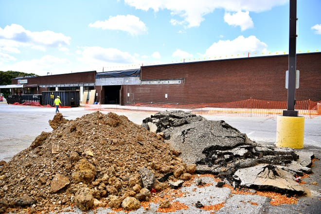 Construction continues at the site of the former GIANT Food Stores on West Market Street in West York Borough, Tuesday, Sept. 24, 2019. Dawn J. Sagert photo