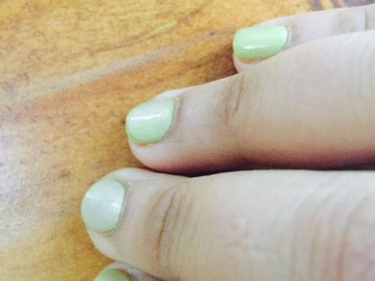 Manicure changes color from lavender to green