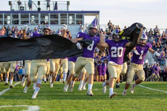 Fowlerville's football team is 4-0 for the first time since 2009 and ranked in the top 10 by The Associated Press and Detroit Free Press.