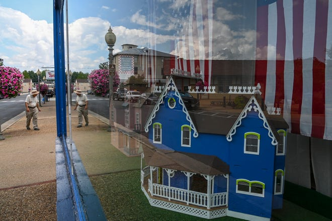Storefronts in Front Royal, Va., which is at the center of state and federal investigations into Warren County officials.