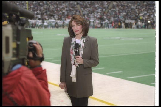 CBS Sports commentator Lesley Visser during a playoff game between the Dallas Cowboys and the San Francisco 49ers in 1994.