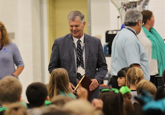 Farmington Municipal School District Superintendent Gene Schmidt interacts with Ladera Del Norte Elementary School students.