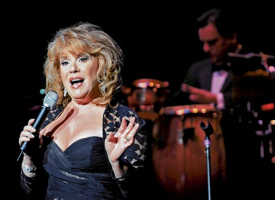 Vikki Carr performs in concert in El Paso on Aug. 29, 2009.