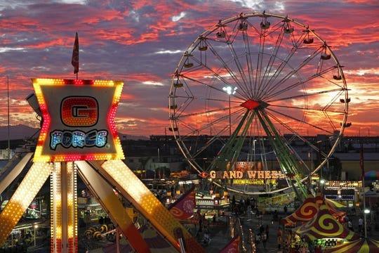 Puesta de sol en la Feria del Estado de Arizona en Phoenix, AZ.