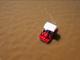 Dos personas navegan en una lanchita sobre las aguas del Lago de Tempe, que lucen más fangosas que se constumbre por la tormenta. Aguaceros torrenciales, granizo y alerta de tornado provocaron los remanentes de Lorena que esta semana se hicieron presentes en el Valle del Sol.