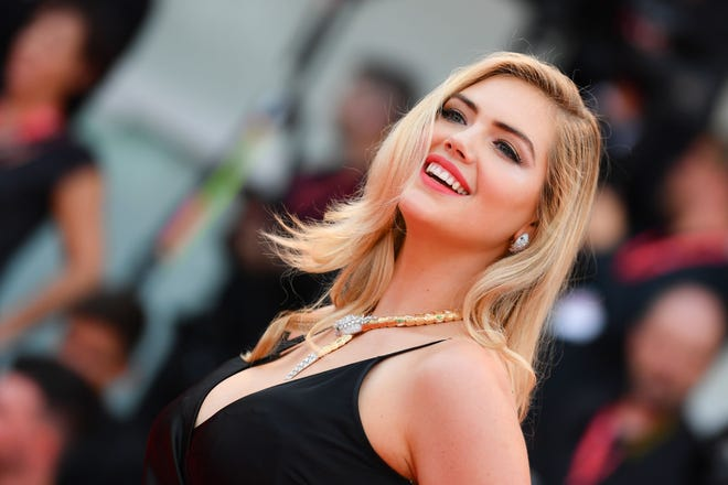 """Kate Upton appeared on """"The Kelly Clarkson Show"""" where the moms bonded over breastfeeding struggles."""