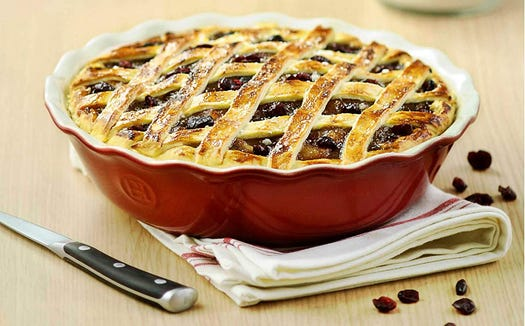 Make delicious pies (and keep your kitchen cute while you do) with this pie dish.