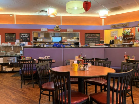 Berry Fresh Café is a casual, vibrant and attractive place to enjoy breakfast or lunch from a fresh-food and creatively inspired menu.