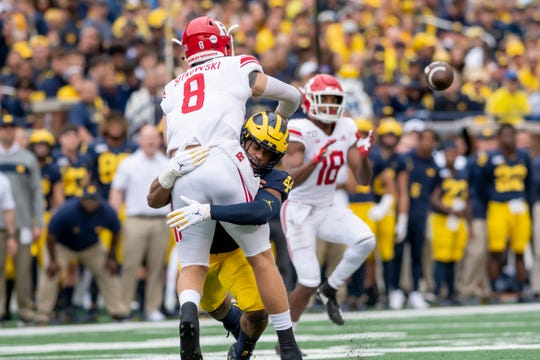 Michigan linebacker Cameron McGrone grabs ahold of Rutgers quarterback Artur Sitkowski during a play in the first quarter.